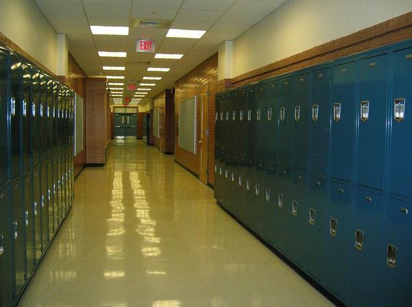 metalowe szafki szkolne